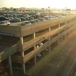 The Hilton at Atlanta Airport offers a great parking service for anyone flying out of Hartsfield-Jackson Atlanta International Airport. The Hilton is located right on the Airport Loop Road, meaning customers are able to reach the airport within minutes of checking their cars.